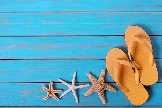 Flip flops starfish vieux bois bleu plage en détresse