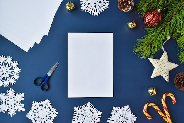 Le flocon de neige est en papier. étape 1 préparez une feuille blanche.