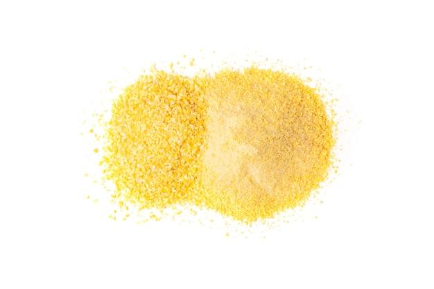 Flocons de maïs et farine isolés.