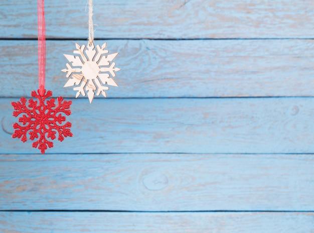 Flocons de neige sur bois