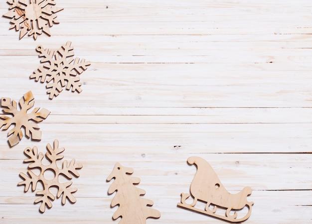 Flocons de neige sur fond en bois