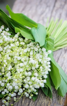 Floraison de lis dans le bouquet. mise au point sélective.