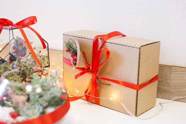 Florarium, composition de plantes succulentes, pierre, sable et verre, élément d'intérieur, décor à la maison, deror de noël, cadeau du nouvel an