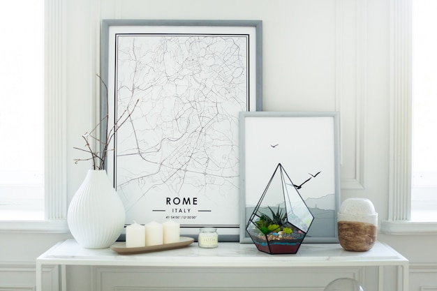 Florarium - composition de plantes succulentes, de pierre, de sable et de verre, élément d'intérieur, décor à la maison