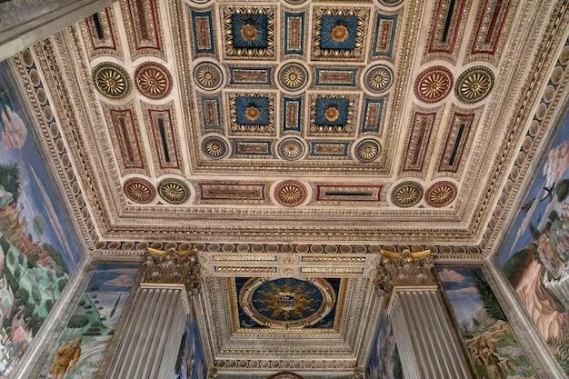 Florence, italie - 25 juin 2018 : vue panoramique de l'intérieur du palais médicis, également appelé palais médicis riccardi. c'est un palais de la renaissance à florence. c'est le siège de la métropole de florence et du musée