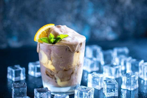 Flotteur de crème glacée à la crème de soda à l'orange