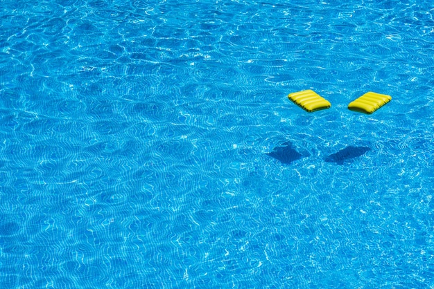 Flotteur de piscine gonflable