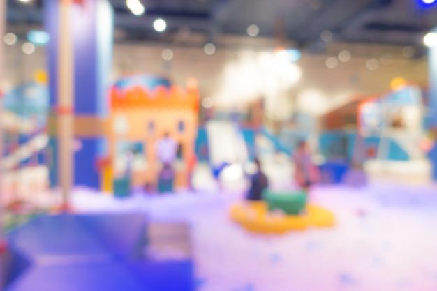 Flou abstrait aire de jeux moderne dans le centre commercial