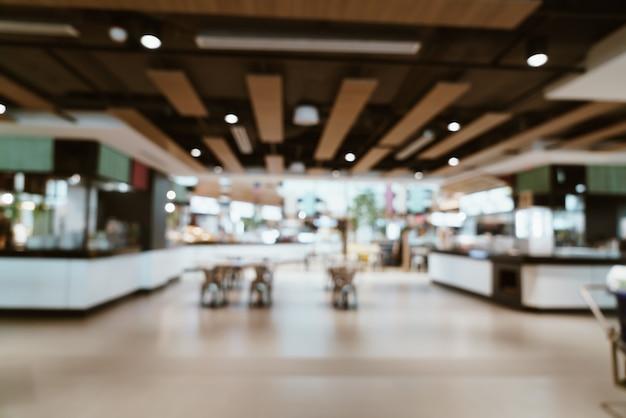 Flou abstrait et centre de restauration défocalisé dans le centre commercial
