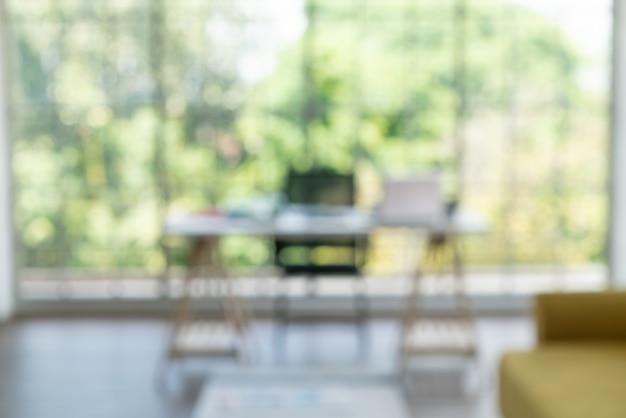 Flou abstrait et espace de travail à la maison pour le fond