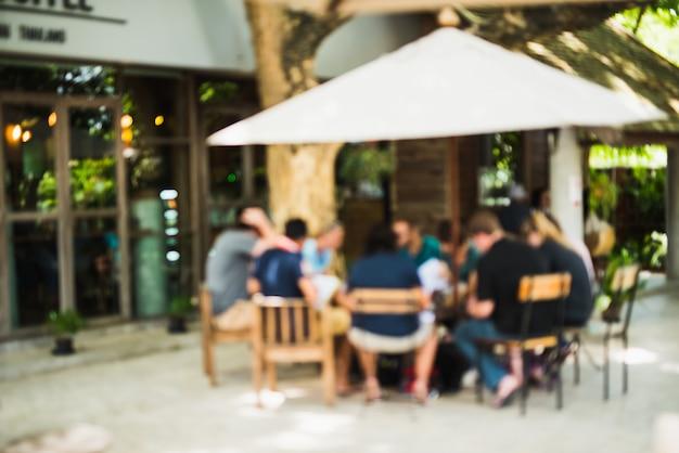 Flou abstrait des gens assis dans l'arrière-plan de café bar