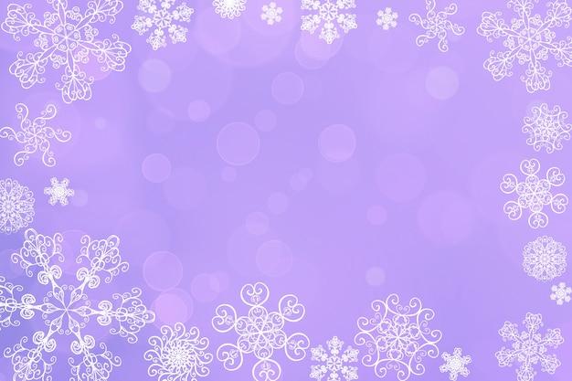 Flou abstrait de noël hiver chute de neige violet lavande bokeh avec des flocons de neige uniques. belles lumières brillantes floues. fond de vacances de noël et du nouvel an. espace pour le texte.