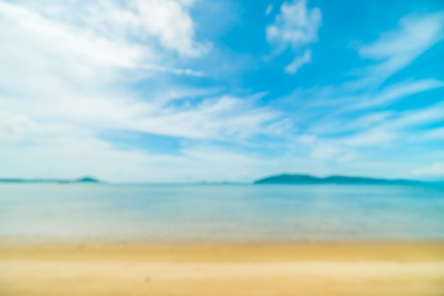 Flou abstrait et plage tropicale défocalisée