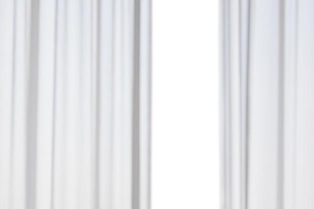 Flou abstrait rideaux blancs isolés sur fond blanc