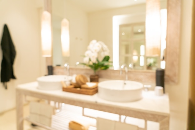 Flou abstrait salle de bain de luxe dans un complexe hôtelier pour le fond