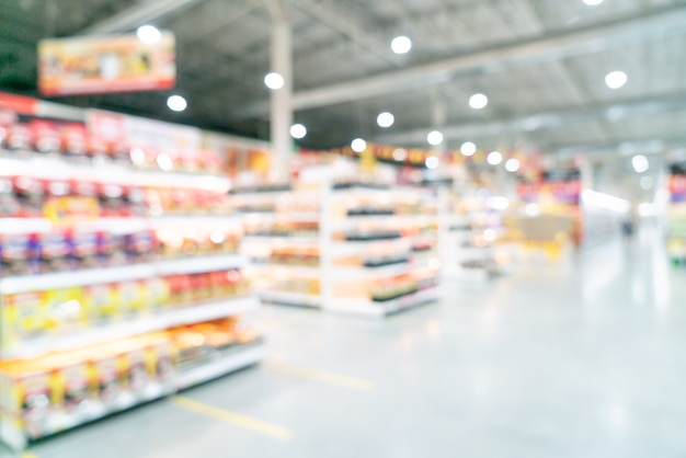 Flou abstrait et supermarché défocalisé pour le fond