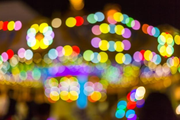 Flou de lumière au carnaval festival nuit marché de fond