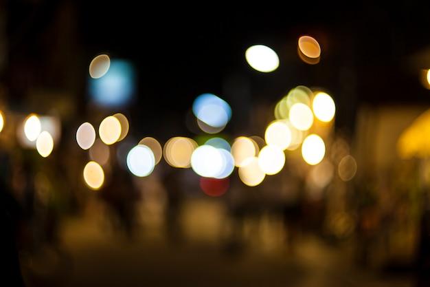 Flou la lumière bokeh la nuit.