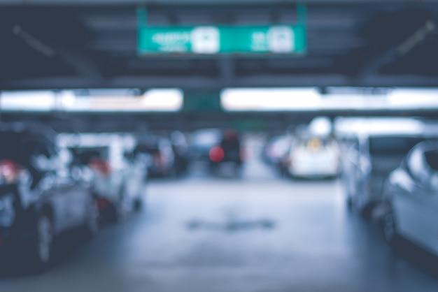 Flou des parcs de stationnement de voiture au magasin. concept abstrait et transport