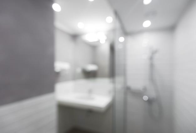 Flou salle de bain moderne à la maison