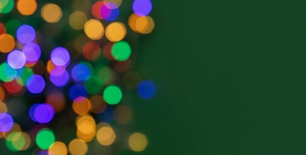 Floue points colorés de lumières pour le fond de noël du nouvel an
