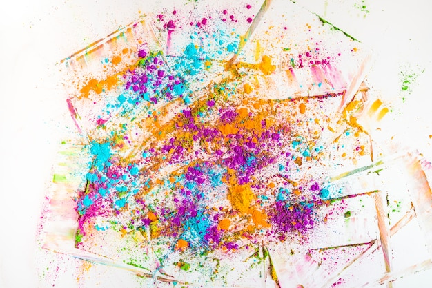 Flous et tas de différentes couleurs vives et sèches