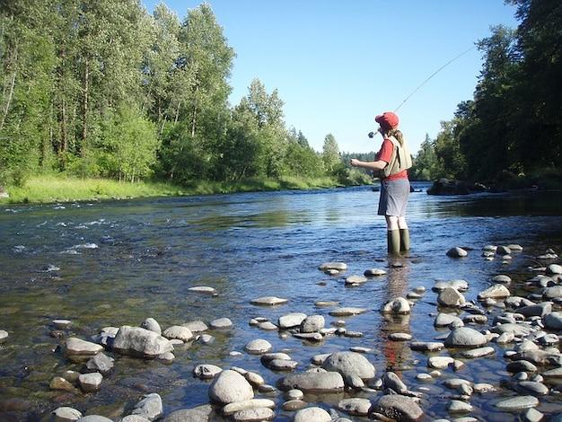 Flux pêche à la mouche rivière artificielle de l'eau oregon