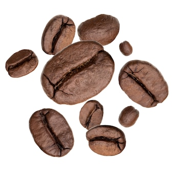 Flying grains de café torréfiés isolés dans la découpe blanche