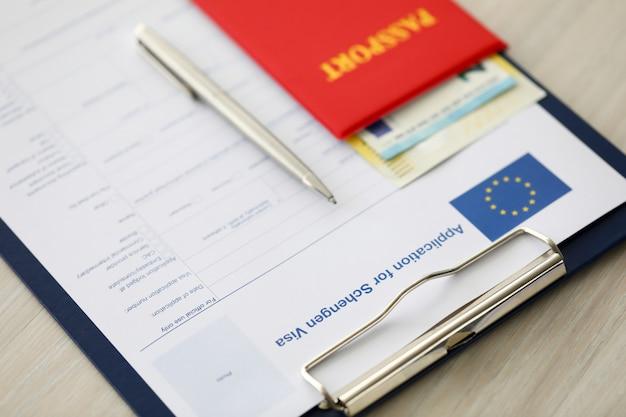Focus sur le porte-documents avec application