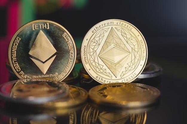 Focus select et flou golden ethereum eth et ethereum classic etc groupe crypto monnaie