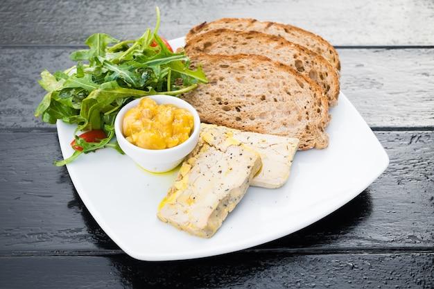 Foie gras avec du pain