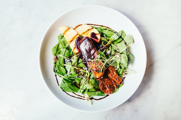 Foie gras avec salade de légumes