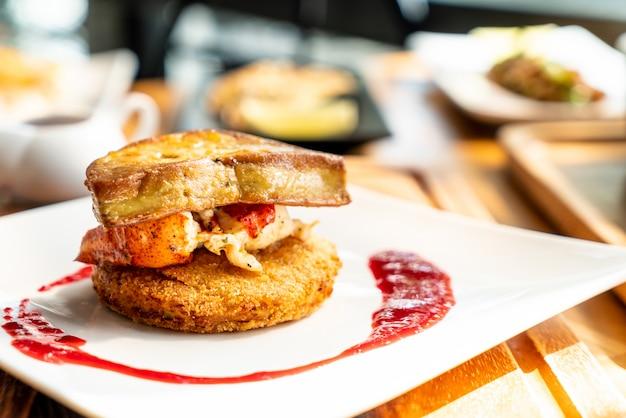 Foie gras à la sauce homard et framboise