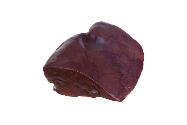 Foie de porc cru isolé sur fond blanc