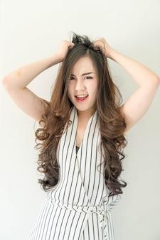 Folle jeune femme asiatique