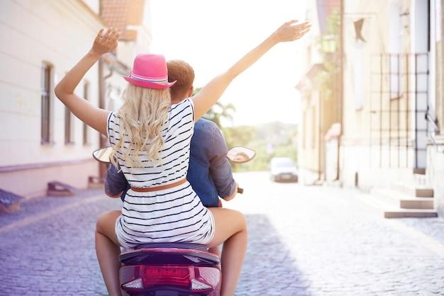 Folle route du jeune couple