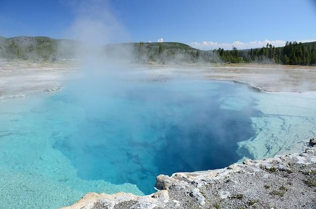 Fonction de piscine thermale d'eau yellowstone saphir