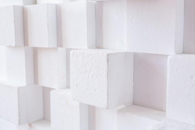Fond abstrait d'architecture moderne avec des cubes blancs sur le mur