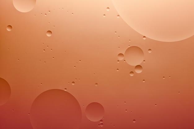 Fond abstrait de couleur d'eau et d'huile basé sur la vraie photo de cercles et d'ovales de couleur orange