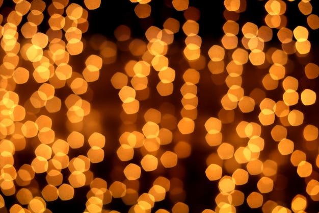 Fond abstrait doré avec des lumières défocalisés bokeh