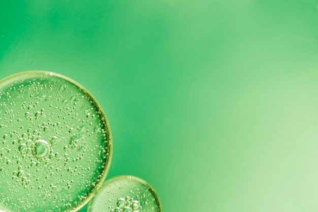 Fond abstrait vert avec des petites bulles