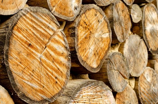 Fond d'anneaux en bois vieilli.