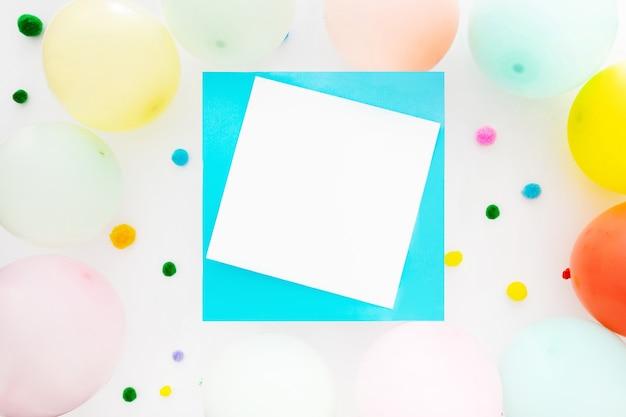 Fond d'anniversaire avec un espace pour le texte
