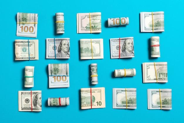 Fond d'argent avec des billets de cent dollars américains sur le dessus wiev avec espace de copie pour votre texte dans le concept d'entreprise