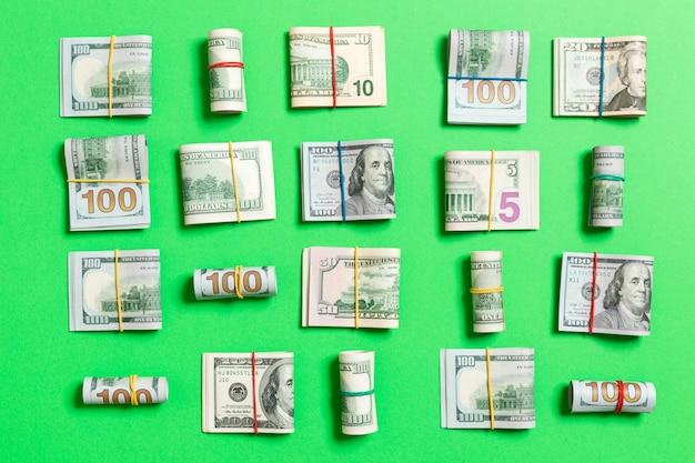Fond d'argent avec des billets de cent dollars américains sur la vue de dessus