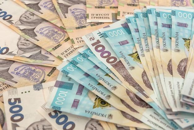 Fond avec de l'argent ukrainien pour la conception. uah. nouveaux billets 500 et 1000. concept d'économie d'argent