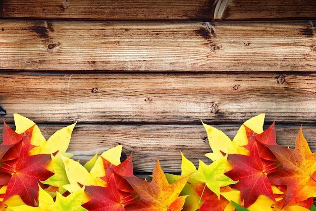 Fond d'automne en bois pour de nombreuses applications