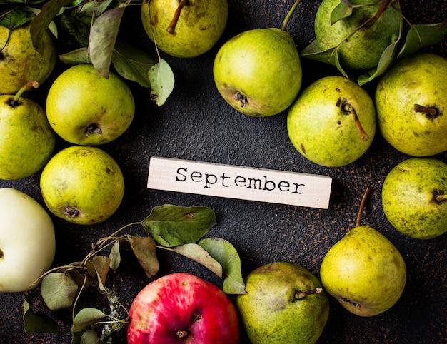 Fond d'automne septembre avec des poires