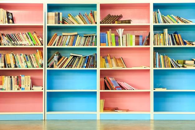 Fond de bibliothèque livre étagère