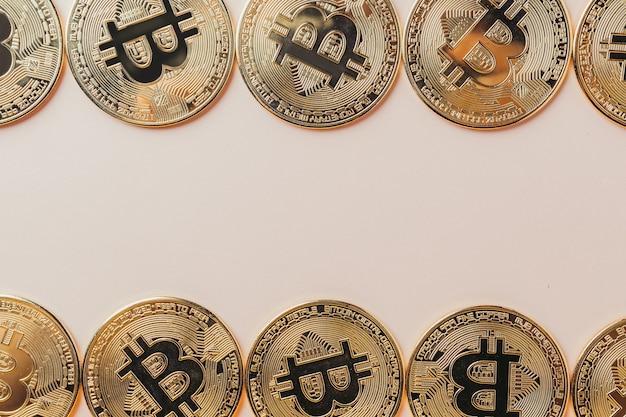 Fond de bitcoin avec place pour le texte.